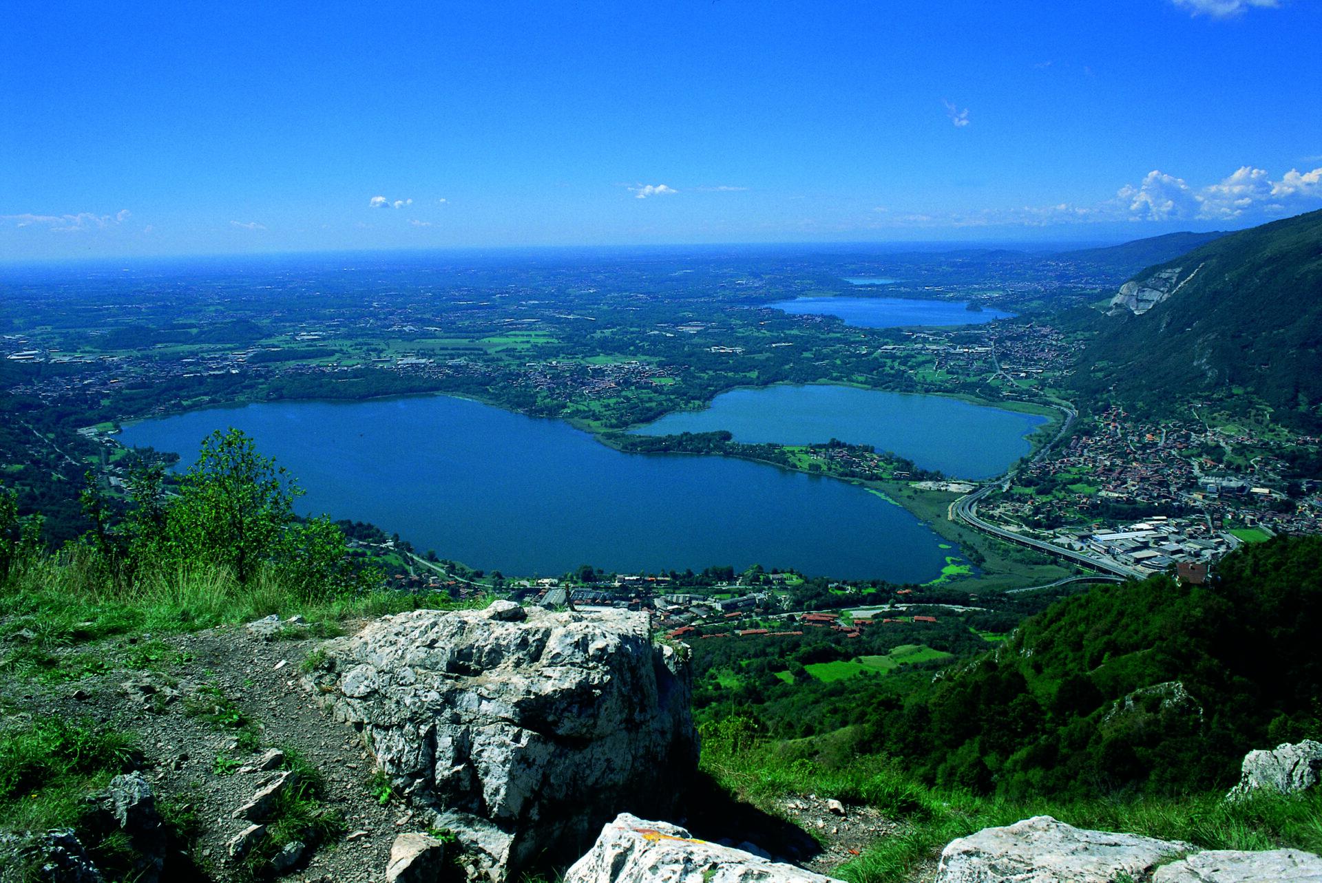 Veduta laghi briantei. Archivio Provincia di Lecco - Foto Vittorio Buratti